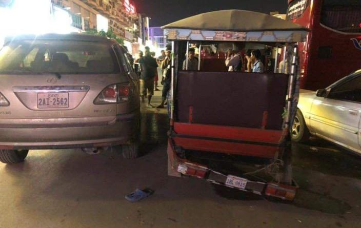 Chinese Driver Knocks Out Tuk-Tuk