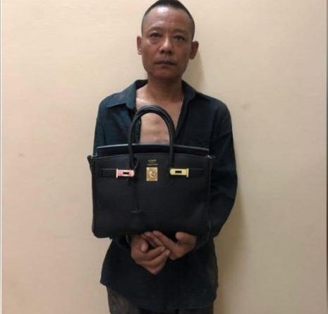 Chinese Bag Snatcher Caught by Cops