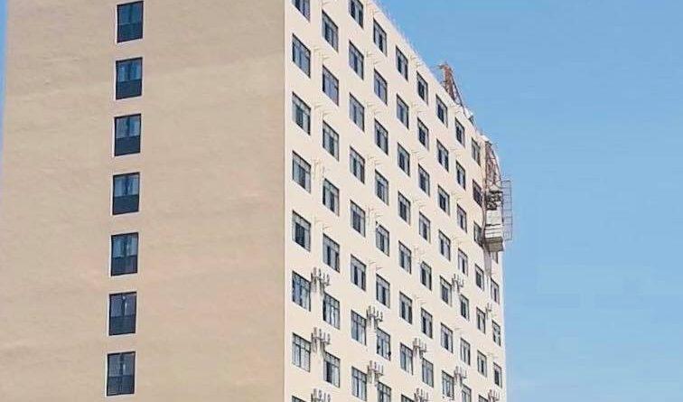 Crane Remains Stuck On Sihanoukville Building
