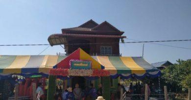 Men Touch Live Wire At Siem Reap Wedding