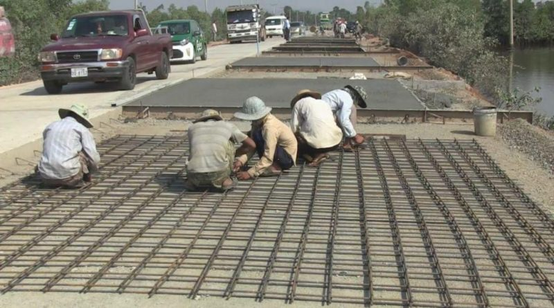 Road Repairers Busy In Kep