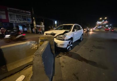 Police Plated Lexus Hits Divider Dead Center