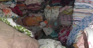 Cambodian Blanket Seller Crushed By Wares In Thai Market