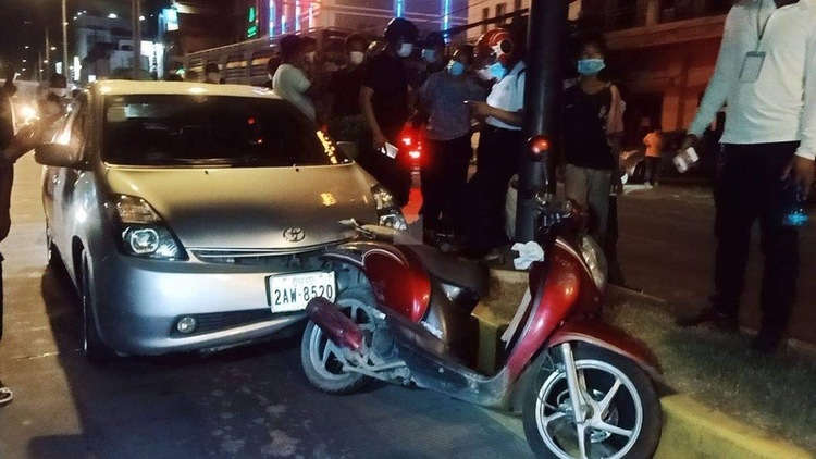 Drunk Chinese Driver Sleeps In Prius After Crash