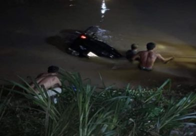 Drinkers Drown After Lexus Crashes Into Canal